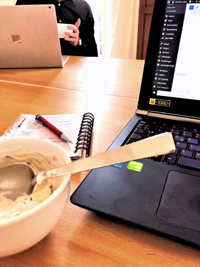 Auch Home Office Alltag kann Momente des Glücks beinhalten
