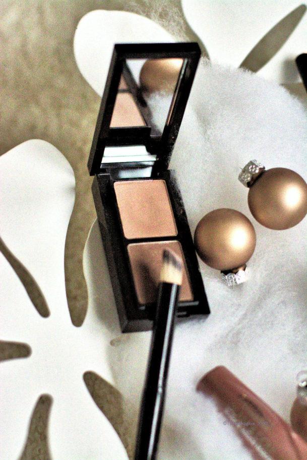 Augenbrauenpuder bei den Make-up-Basics? Klar, es geht nichts über schön betonte Augenbrauen